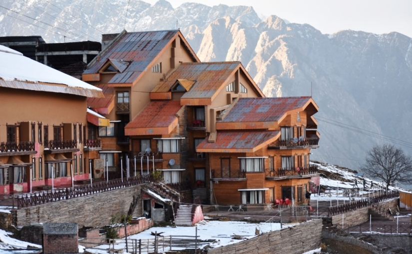 Travel : Clifftop Club, Auli